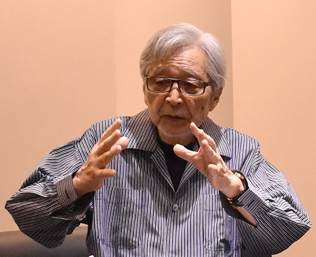 社会問題について熱く語る山田監督
